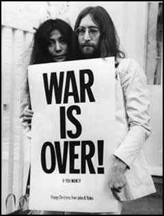 Yoko Ono and John Lennon in 1971