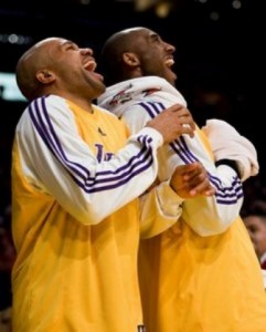 Kobe and Fisher laughing it up (AP Photo/ Jeff Lewis)